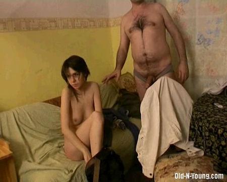 порно дочка дала отчиму нехотя