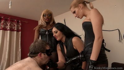Kinky Mistresses - The Strapon Gangbang