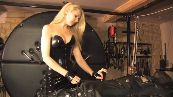 Mistress Eleise De Lacy - Floating Torment