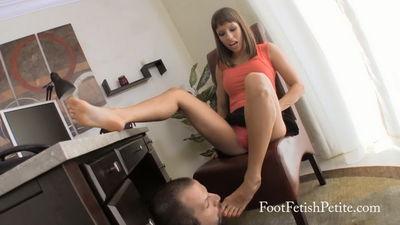 Foot Fetish Petite - Bribing IT Guy Alyssa Kayson