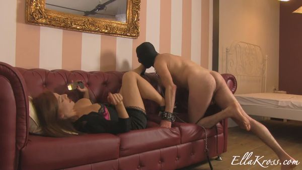 new 31.05.2015 Shoe and Boot Polishing Using a Slave`s Mouth!