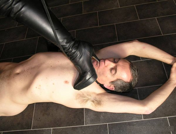 TheEnglishMansion - Mistress Sidonia - Leather Mistress part 1-4 update