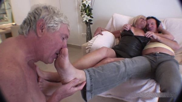 FemdomShed - Cuckoldress Diane - Suck on my lovers stinky socked feet while I watch