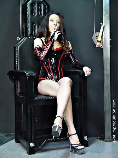 Schlagendegirls - Young Domina Missy