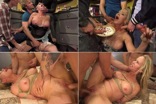 Wolf girl sucks cock