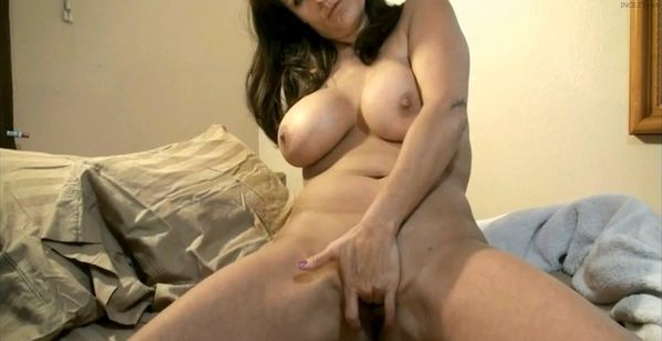 Cuckold wife sends updates from business trip 8