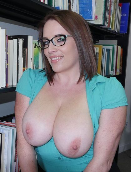 Maggie Green – Checking out the big tits at the library – 09/29/16 – FullHD 1080p