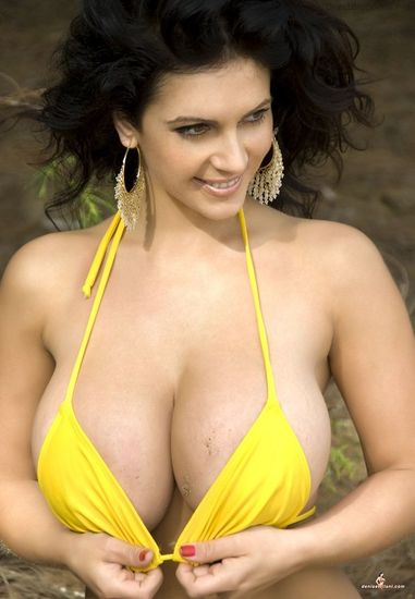Denise Milani - Yellow Hawaii