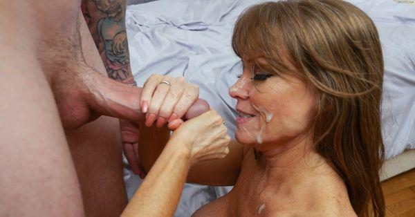 Mom deepthroat bbc