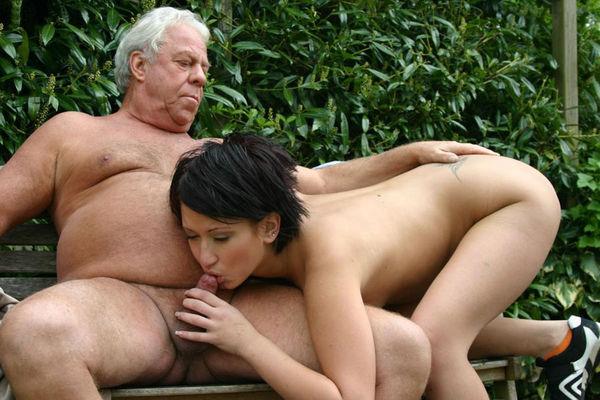 Экстремальное порно девушке со стариком