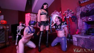 Clubdom - Esmi's Halloween 2: Pussy Serv