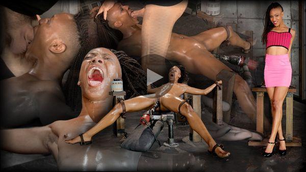 (27.08.2014) SB - Sexy Nikki Darling ayaa isku darsaday muraayadeeda mashiinka fucking oo si naxariis darro ah u garaacday xoomaha 2