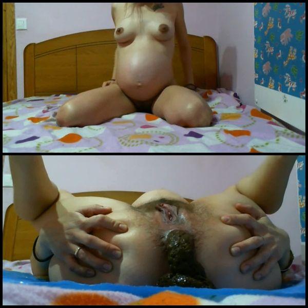 Pregnant latina scat