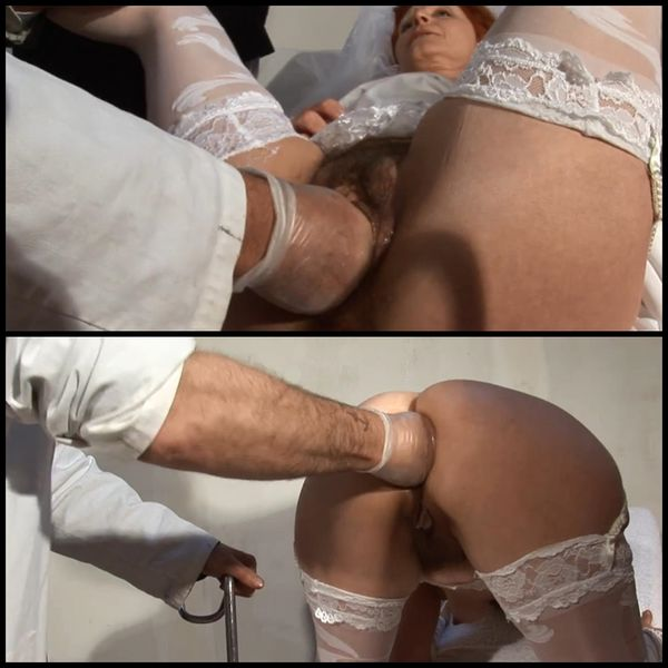 (02.08.2015) Hairy mature bride gets her ass pounded and fist fucked