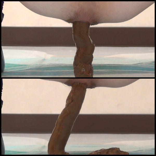 (BFFF-18) Nā kaikamahine aloha a pooping squatting