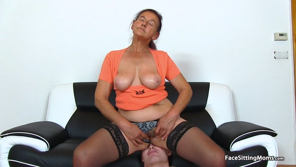 FaceSittingMoms - Linda - Mature Face Sitting on her Slave