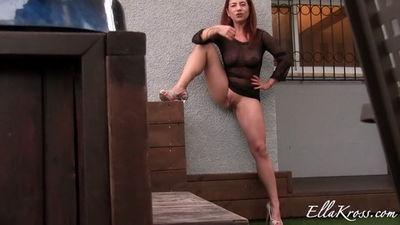 Ella Kross - Masturbate Only When I Pee!
