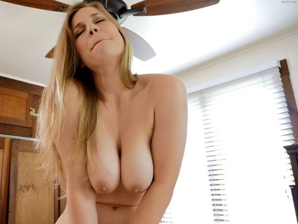 Big Tits Mom Virtual Sex