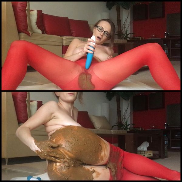 (30.11.2016) Red pantyhose got pooped